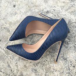 Bombas de impressão de serpentes on-line-Taxa de frete grátis novo estilo Designer Casual da marinha de cobra python patente impresso dedo do pé ponto de salto alto sapatos bombas de noiva sapatos de festa de casamento 120