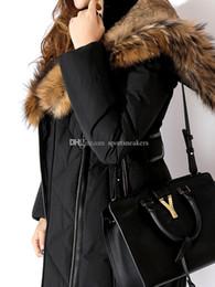 2019 chaqueta de piel forrada con capucha mujer Larga de las mujeres chaquetas con capucha real de mapache cuello de piel de conejo de piel forradas con capas Ms rebajas chaqueta de piel forrada con capucha mujer