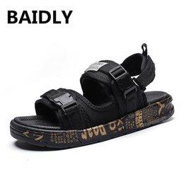 nuova moda per i pattini maschi Sconti New Fashion Summer Mens Shoes Gladiatore Sandali Designer Piattaforma Comodo Sandali da spiaggia Uomo Tela Uomo