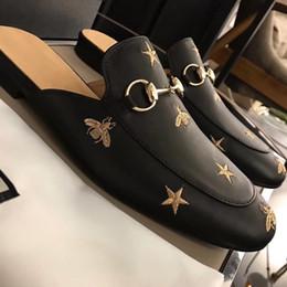 Pele de estrela on-line-Mulas de luxo princetown mocassins de couro Homens Muller chinelo sapatos Black star pequena abelha cadeia de Metal Homens wonen chinelos De Pele Senhoras Casuais sanda