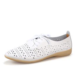 Летние женские туфли плоские открытые полые повседневные белые туфли с мягким дном нескользящей балетки из натуральной кожи на шнуровке квартиры от