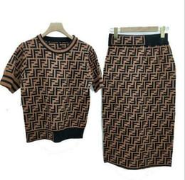 Falda corta de jersey online-19ss [Buena calidad exclusiva] 19 verano F camisa de manga corta + F falda falda cadera sobre rodilla falda traje de dos piezas de punto