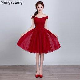 Vestidos de vestidos de baile de renda vermelha on-line-Robe de soirée 2019 vermelho curto fenda decote Lace up vestido de noite Vestidos de festa de formatura vestidos de festa de formatura