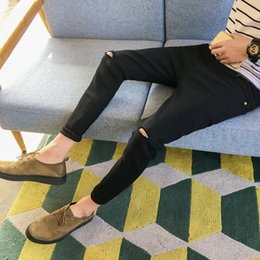 2019 uomini sottili di pantaloni neri Moda Uomo Slim Fit Hole Biker Jeans Pantaloni Distressed Skinny Strappato Jeans Denim Distrutti Pantaloni Hiphop Nero Blu Jeans Uomo uomini sottili di pantaloni neri economici