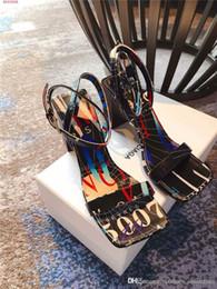 2019 bracelet style rue Nouveau style sandale Couleur imprimé alphabet sandale Street fashion bouche bouche femmes chaussures Taille 35-39 bracelet style rue pas cher