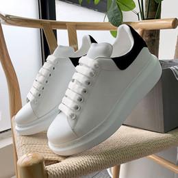 Alexander MCQueen Yeni Tasarımcı 3 M Yansıtıcı Düz Rahat Ayakkabılar Üçlü Beyaz Siyah Erkekler Kadınlar Platformu Parti Ayakkabı Spor Sneakers 36-44 ücretsiz kargo cheap black party shoes for men nereden erkekler için siyah parti ayakkabıları tedarikçiler