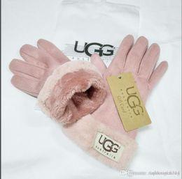 Branding tennisbälle online-Frauen Art und Weise der neuen Marken-Handschuhe für Winter und Autumn Cashmere Handschuhe Handschuhe mit reizendem Fellknäuel Außensport warme Winterhandschuhe