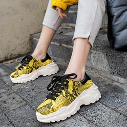 2019 zapatos de mujer totalidades Dilalula Total Genuino Cuero de Vaca Zapatillas de deporte de las mujeres Estilo Occidental Venas de la Serpiente Zapatillas de deporte de Las Señoras Zapatos de Plataforma Plana mujer rebajas zapatos de mujer totalidades