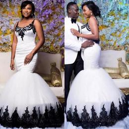 Sirene trompete vestido de casamento branco preto on-line-2019 Vintage Preto e Branco Sereia Vestidos de Casamento Tradição Sul Afircan Nigeriano Castelo Trompete Jardim Vestido de Noiva Do Casamento Custom Made