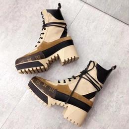 Botas x dedo del pie online-Dedo del pie superior de la manera británica Mujeres Botas Ronda Martin botas hebilla de correa de tacón Chunky dedos del pie redondo de la manera cargadores del tobillo 35-42