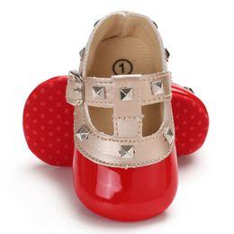 Baby-wiegen online-Herbst rot Baby Mädchen weichbesohlten Spiegel PU Schuhe Infant Walking Kleid Wiege Schuh erste Wanderer