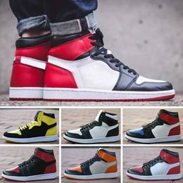 more photos 9c839 b9474 2018 NIKE Jordan 1 Retro Nouvelle Arrivée OG Top 1 Hommes Noir Or Chaussures  De Basket-ball 1s Sneakers Haute Qualité En Plein Air Baskets Hommes  Chaussures ...