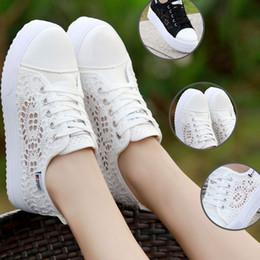 2019 scarpe da ginnastica nera su cuneo Scarpe da donna con zeppa tonda a  punta tonda 9d75afbaaba