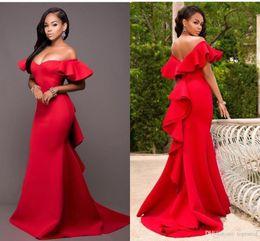 Vestido de dama de honra de comprimento do chão de cetim on-line-2020 vermelho lindo Damas sereia Vestidos fora do ombro Backless dama de honra até o chão festa de casamento vestido de cetim Plus Size baratos