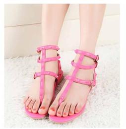 Гладиаторская обувь онлайн-2019 цвет заклепки с шипами гладиатор сандалии на плоской подошве камни шипованные флип сандалии большой размер дизайнер дешевая женская обувь лето