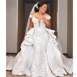 desdobrável ruffle trem Desconto Sereia menina vestidos de casamento com destacável trem cap manga fora do ombro castelo vestido de casamento africano babados overksirt vestido de noiva