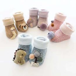 sonbahar ve kış aylarında kalın mercan yününden yapılmış sıcak çorap karikatür yenidoğan çorap Bir kova nereden