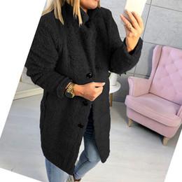 2019 modelos femeninos delgados negros Invierno caliente grueso de las mujeres de piel falsa de peluche oso de bolsillo Fleece Chaqueta larga ocasional de la capa de piel Outwear el sobretodo de la manera