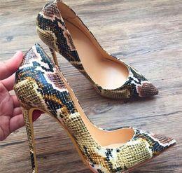 Patrones de zapatos de tacón alto online-Zapatos de tacones altos de fondo rojo para mujer modelo pintado a mano dedo del pie puntiagudo verde serpentina zapatos de boda + bolsa de polvo + caja # 9027