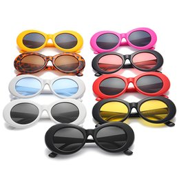 2019 óculos de rocha Óculos de proteção NIRVANA Kurt Cobain Óculos Clássico Do Vintage Retro Branco Preto Oval Óculos De Sol Alienígena Shades 90 s Óculos de Sol Do Punk Rock Óculos óculos de rocha barato