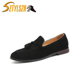 Moda Klasik Retro Erkekler Püsküller Düğün El Yapımı Loafer'lar Erkekler Süet Ayakkabı Elbise Ayakkabı erkek Yassı Sürüş Ayakkabı Wholesa nereden
