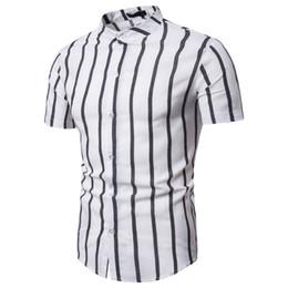 2019 Erkekler Moda Kısa Kollu Düzenli Fit Düğme Aşağı Gömlek Casual Dikey Çizgili Gömlek nereden