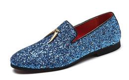 2019 brillantes zapatos de boda Zapatos de vestir brillantes para hombres de moda Zapatos puntiagudos casuales de color sólido Mocasines de boda planos Zapatos sin cordones de Doug rebajas brillantes zapatos de boda