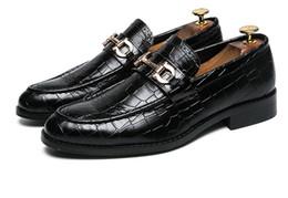 Трендовая обувь британская онлайн-Трансграничные мужские британские туфли Трендовые мужские ножки Парикмахерская Shine Leather Club Shoes Горячий стиль ТОП-КАЧЕСТВО 19001 RUNNING SP