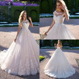 Weißes schaufelhals-t-shirt online-Weiß Elegante Sheer Ansatz-Spitze-Hochzeits-Kleid 2020 Tulle Bohemian Scoop Sleeveless eine Linie Brautkleider Lace Up Vestido De Novia