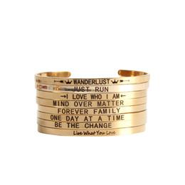 2019 pulseras de amor a juego Diseñador de lujo de acero inoxidable de oro amor mensaje Engaved brazalete brazalete para las mujeres a juego brazaletes para amantes de la joyería regalos al por mayor pulseras de amor a juego baratos