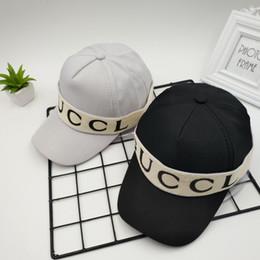Primavera y verano nueva gorra de béisbol hombres y mujeres de lujo  personalidad retro tendencia palo tela carta moda sombrero 1f65e884b6b