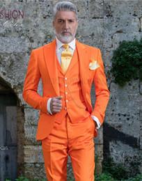Moda Naranja Novio Esmoquin Peak Lapel Padrinos de boda para hombre Vestido de novia Excelente hombre chaqueta Blazer Traje de 3 piezas (chaqueta + pantalones + chaleco + corbata) 952 desde fabricantes