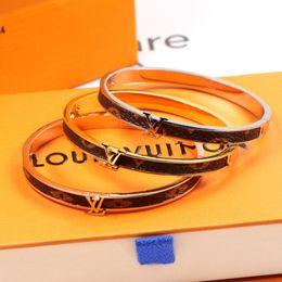 argila de cristal atacado Desconto Moda feminina pulseira de couro pulseiras de moda elegante titanium marca mulheres pulseiras partido personalidade charme meninas pulseira