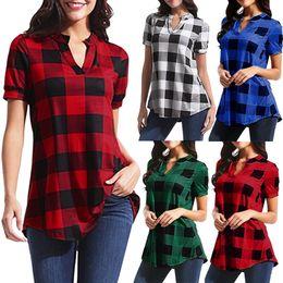 c90df3ef59 Moda Feminina Solto Blusa Xadrez Senhora Casual Camisas de Manga Curta  Feminino Pulôver Retro Camisas Xadrez Com Decote Em V LJJT394