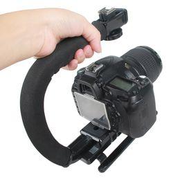 2019 dslr video grip C Shaped Holder Grip Handheld Estabilizador de Vídeo para DSLR Nikon Canon Sony Câmera e Luz Portátil SLR Steadicam para Gopro dslr video grip barato