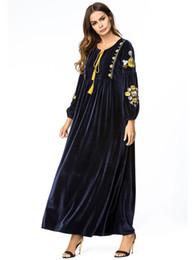 Новое платье дизайнер европейской и американской вышивки экзотические роскошные бархатные шить платье мусульманский воротник с длинным рукавом платье халаты бесплатная доставка от Поставщики мусульманское платье бесплатная доставка