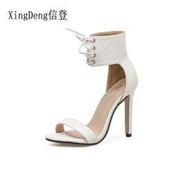 Ботинки платья ботинок лодыжки онлайн-XingDeng Ladies Party Сексуальная Бинты на Шнуровке Змея Pattern Dress Shoes Женщины Крокодил Pattern Лодыжки Wrap Высокие каблуки Сандалии Обувь