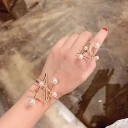 Braceletes elegantes pérola conjunto on-line-Nova chegada de moda elegante imitação de Pearl Abrir Anel Bangle Set cor do ouro Cuff Bangle para mulheres da festa de casamento CRL071 Jóias