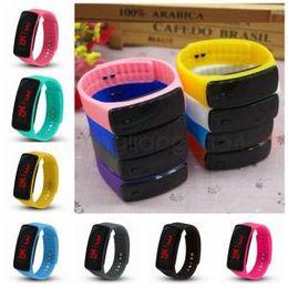 Deportes LED Relojes digitales de silicona Candy Jelly Colors Relojes Hombres Mujeres Cinturón Pulsera Reloj de pulsera IIA274 1000 unids desde fabricantes