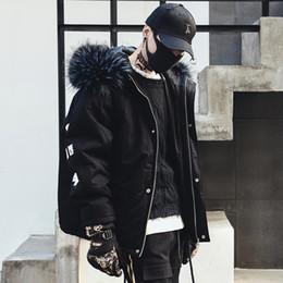 Abrigos de piel de hip hop de hombres online-Hombres Invierno Cuello de piel gruesa Con capucha Parkas Chaqueta Streetwear Hip Hop Punk Algodón Acolchado Abrigo Moda Abrigo Negro