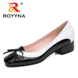 a48cdb96 ROYYNA Nueva Llegada Estilo de Moda Las Mujeres Bombea Nudo de Mariposa  Zapatos de Vestir de Mujer Cuadrados del dedo del pie de las mujeres Zapatos  de ...