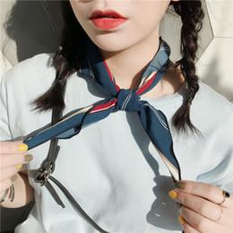 Pequeno cachecol triangular on-line-Pequeno lenço para as mulheres pequenas bandanas de seda springsummer impressão chiffon cachecol 85 cm adulto triângulo lenço decorativo Coreano