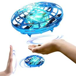 2019 giocattoli volanti per i ragazzi Droni a mano per bambini, elicottero Mini Drone, Flying Ball Drone Toys per ragazzi o ragazze sconti giocattoli volanti per i ragazzi