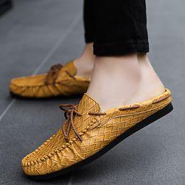 a0344cd37e9e6 2019 zapatillas de deporte clásicas casuales para hombre medio arrastre la  moda juvenil zapatos para hombre blanco amarillo masculino holgazanes  casuales ...