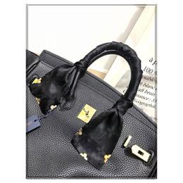 Wholesale Mode V Designer Schal Damen schlanke schmale Tasche Griff Seidenschal doppelseitig bedrucktem Twill Satin Marke kleines Band