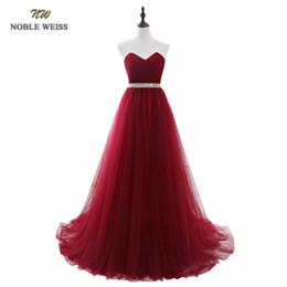 red de vestidos Rebajas Noble Weiss Vestidos de Noche Rojo Oscuro Neto Plisado Abalorios con cordones Volver Prom Vestido de Fiesta Con Tren de la Corte Y19042701