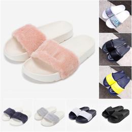 Новый человек мягкий сандал онлайн-2019 новый меховой бренд disruptor2 сандалии тапочки мужчины женщины зимние сандалии черный белый противоскользящие на открытом воздухе мягкие теплые ботинки пляжные сандалии 36-44