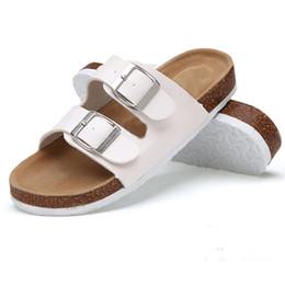 Sapatos de fivela dupla preta on-line-Shiny Film Slipper Uma Palavra Arrastar Sandálias Adulto Mulheres Verão Fundo Plano Sapatos Dupla Fivela De Couro Fosco Preto Branco 26lb C1