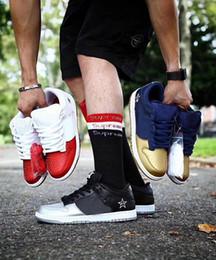 scarpe da corsa più basse Sconti scarpe da uomo di lusso del progettista delle donne di basket 2019 di moda per la piattaforma mens formatori aria Sneakers SB Dunk Low piatto fondo rosso Pattino corrente