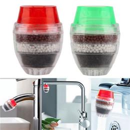 Mini grifos de agua online-Color al azar de carbono Inicio Domésticos de Cocina Mini grifo de agua limpia del filtro del purificador ST054 cartucho de filtración